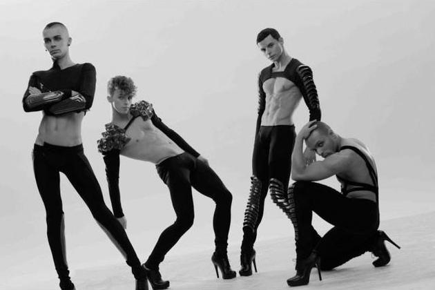性感、高跟鞋、惊人的舞技是kazaky乐队的标志