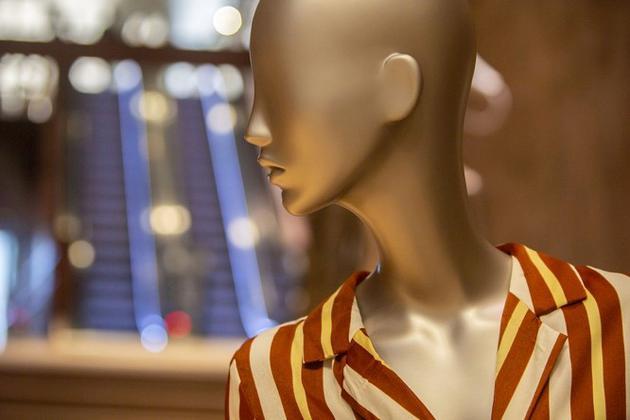 在UR打造的时尚创意空间中发现属于自己的率性表达