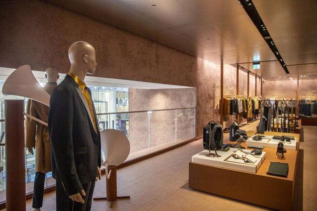 UR伦敦旗舰店整体空间设计营造多重感官体验