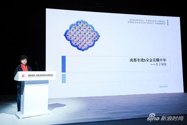 四川师范大学服装与设计艺术学院名誉院长张晓黎