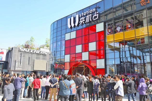 网红店2.0升级 LLJ夹机占引爆年轻人的娱乐狂欢娃娃机娱乐五棵松