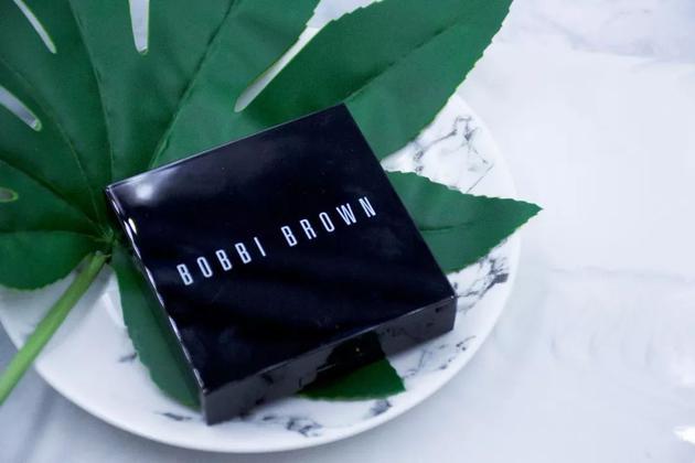 Bobbi Brown羽柔蜜粉饼 380元:11g
