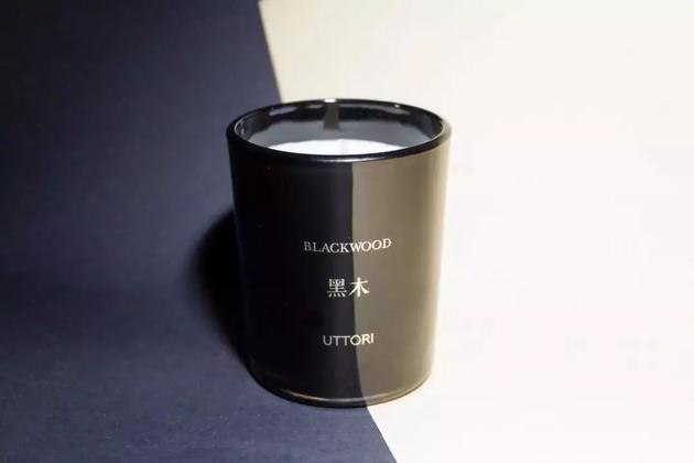 UTTORI的黑木香薰蜡烛