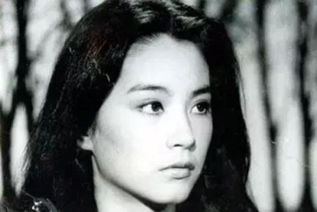 林青霞黑白照片