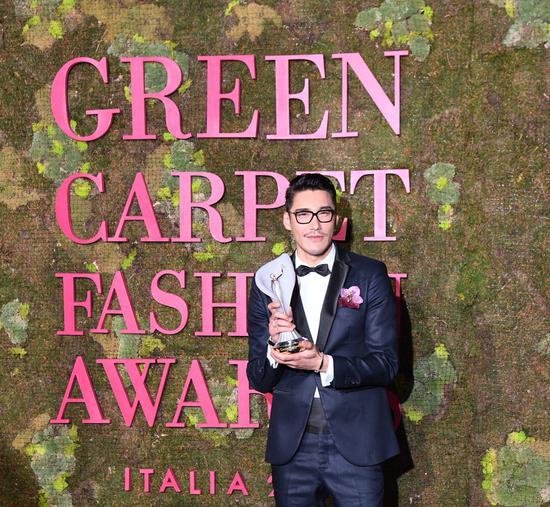 绿毯时尚盛典 胡兵成首位亚洲评委