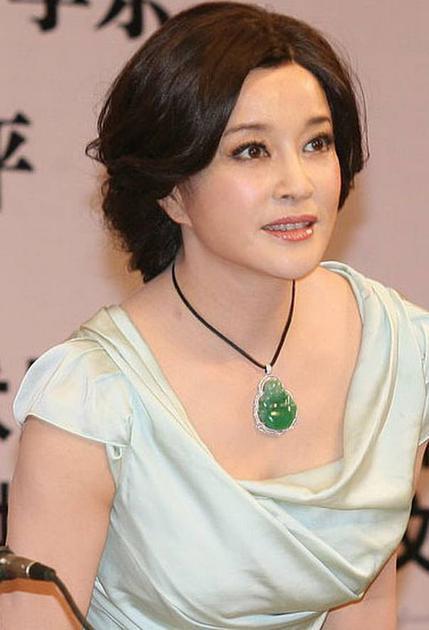 刘晓庆佩戴过得翡翠