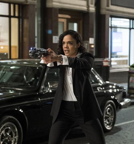 《黑衣人:全球追击》中 Agent M扮演者泰莎·汤普森佩戴探险系列腕表