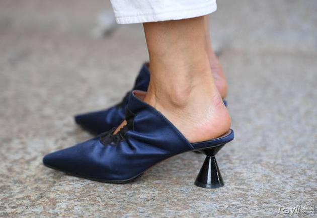 酒杯状鞋跟街拍