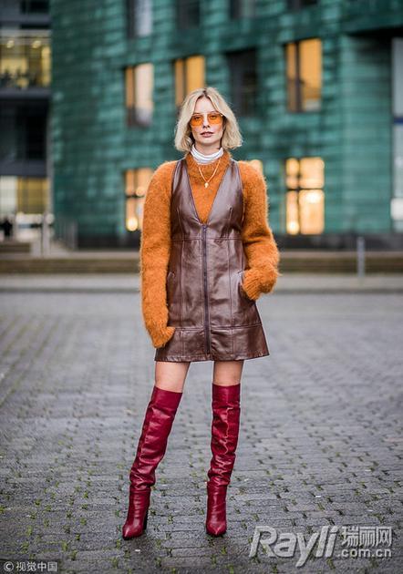 棕色皮裙街拍