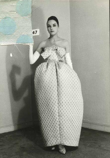 Balenciaga繭型裙