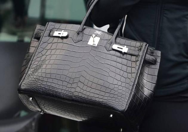 愛馬仕對手袋的依賴程度非常高,收入佔比超過50%,鉑金包則佔其手袋銷量的15%左右