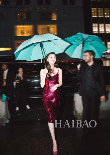 倪妮亮相第五大道旗舰店举行的Tiffany&Co.全新Paper Flowers系列揭幕典礼