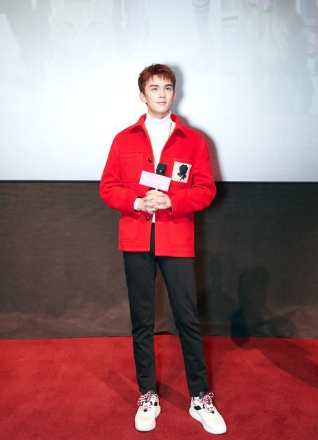 吴磊红色夹克