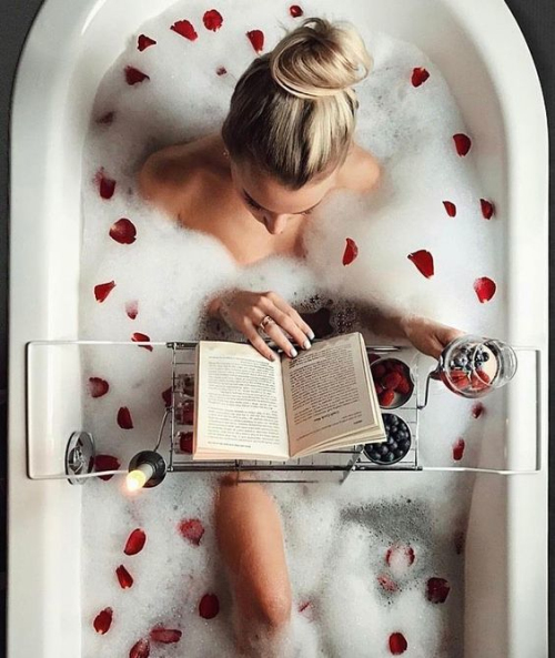 别浪费泡澡的时间