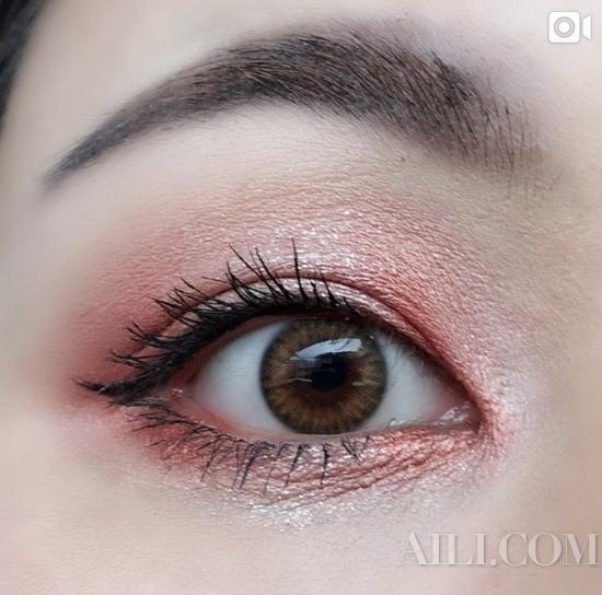 避免大面积上粉色调眼妆