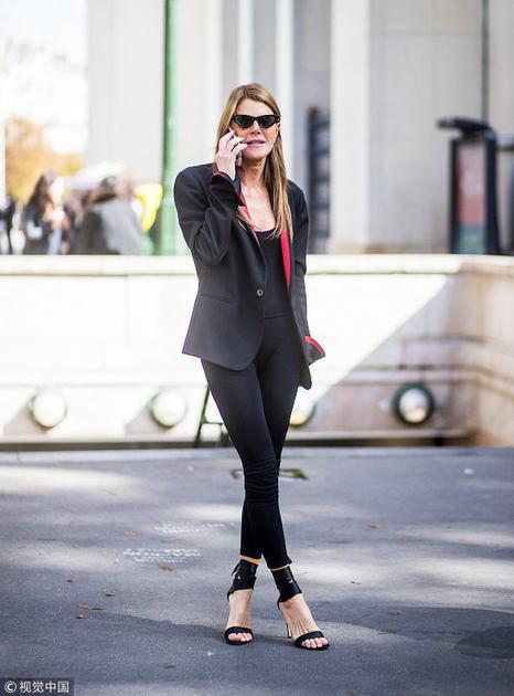 时尚潮人穿绑带高跟鞋