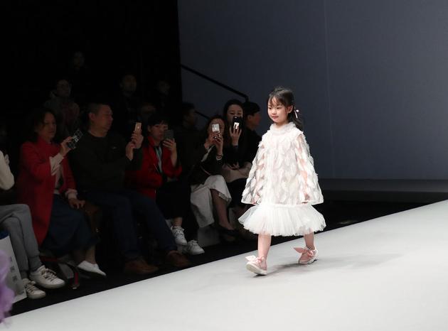 幼儿模特造型动作