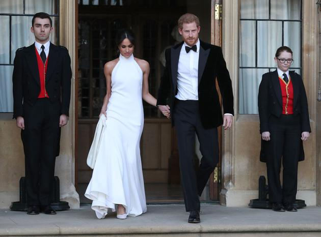 英国王妃梅根穿着Stella McCartney婚纱系列
