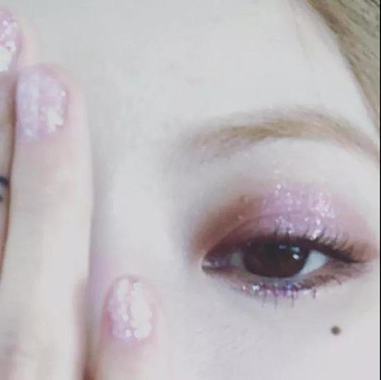 藕粉色甜蜜眼影