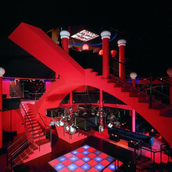 Studio65在1972年设计的迪斯科舞厅,到现在看都格外前卫。 © Paolo Mussat Sartor