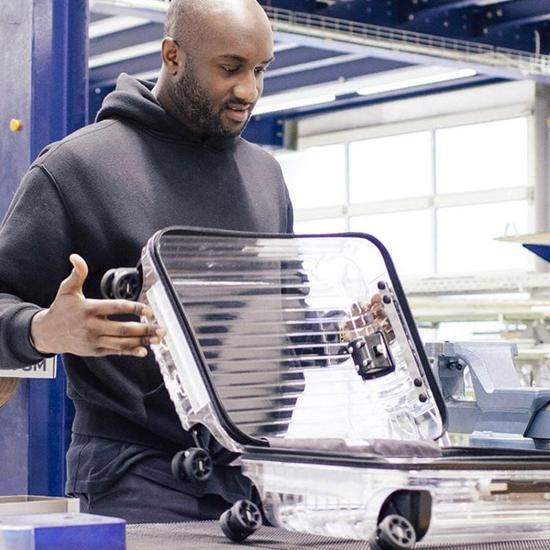 RIMOWA 与 Off-White™合作款透明行李箱