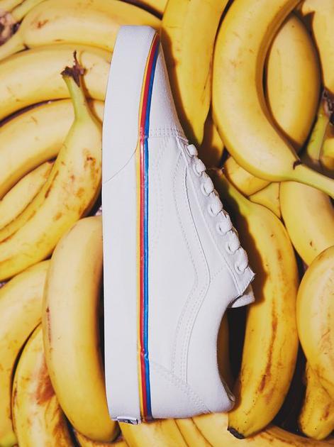 增加彩虹元素的小白鞋