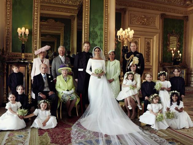 英国王室发布官方全家福