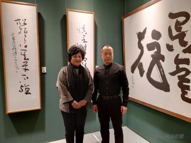 雅昌文化集团副董事长何曼玲参观寇克让老师展览
