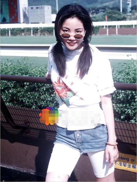 王菲戴小鏡片墨鏡