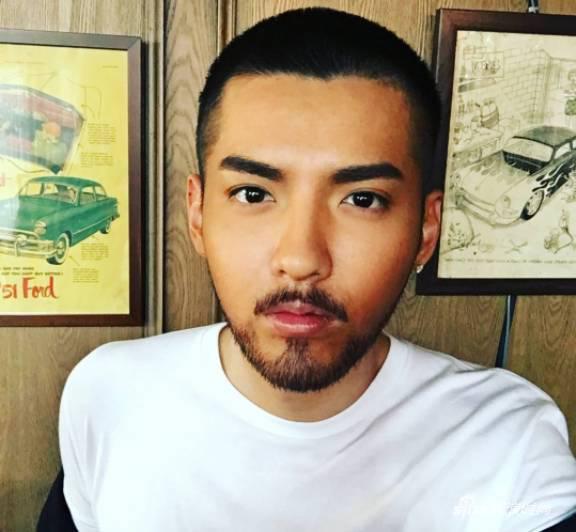 吴亦凡以往胡子造型