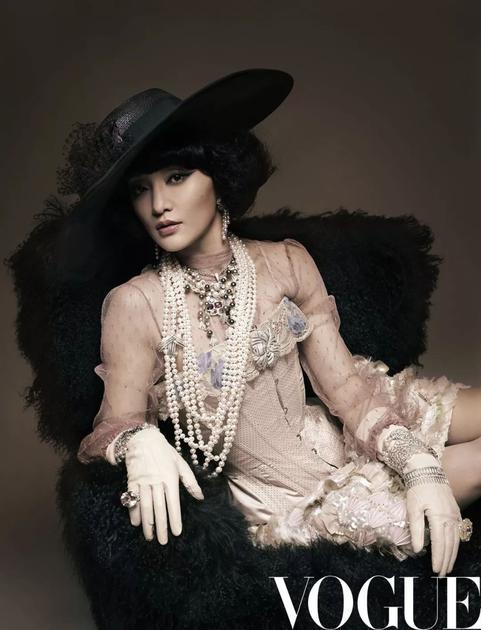 《Vogue服饰与美容》2013年一月号 摄影:Karl Lagerfeld