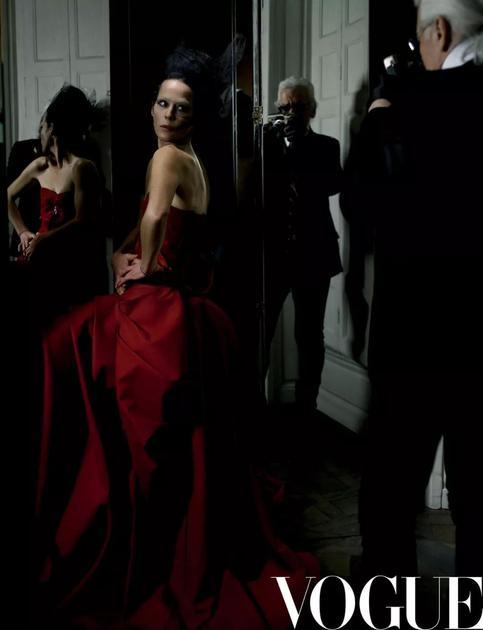 《Vogue服饰与美容》2006年四月号 摄影:Karl Lagerfeld