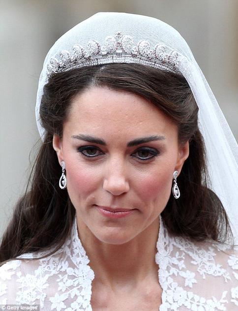 """凯特王妃佩戴卡地亚的""""Halo(光环)""""冠冕"""