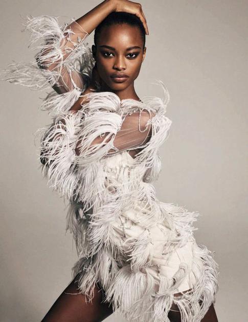 Mayowa Nicholas拍摄《Vogue》大片