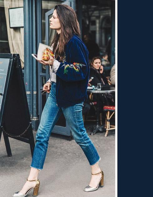 蓝色仔裤配夹克街拍