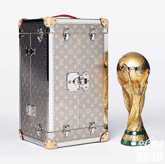 Louis Vuitton世界杯定制纪念奖杯箱