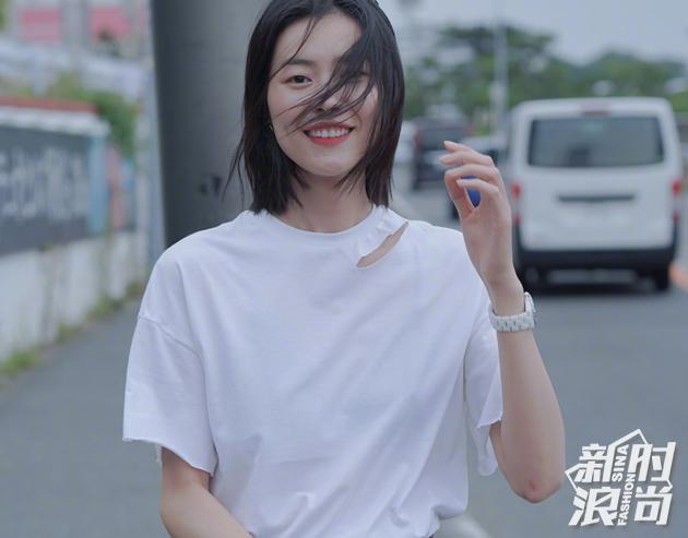 刘雯-零眼线红唇妆