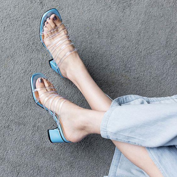 非常夏天的透明穆勒鞋