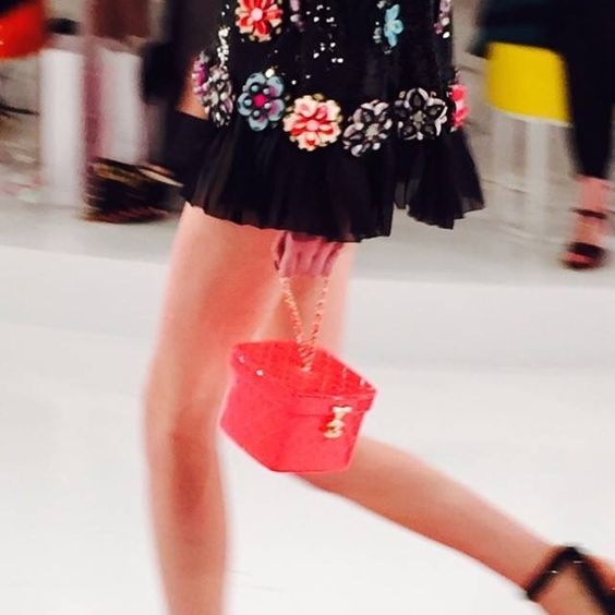 Chanel荧光色的包包