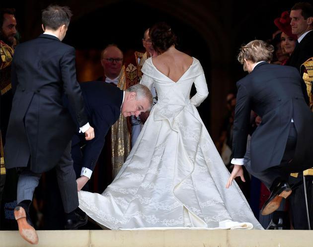 婚纱来自英国本土品牌Peter Pilotto