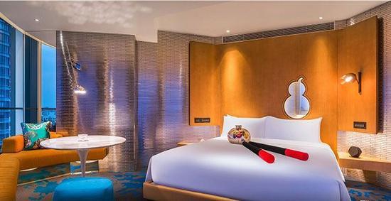 上海外滩W酒店客房中的氛围灯光效