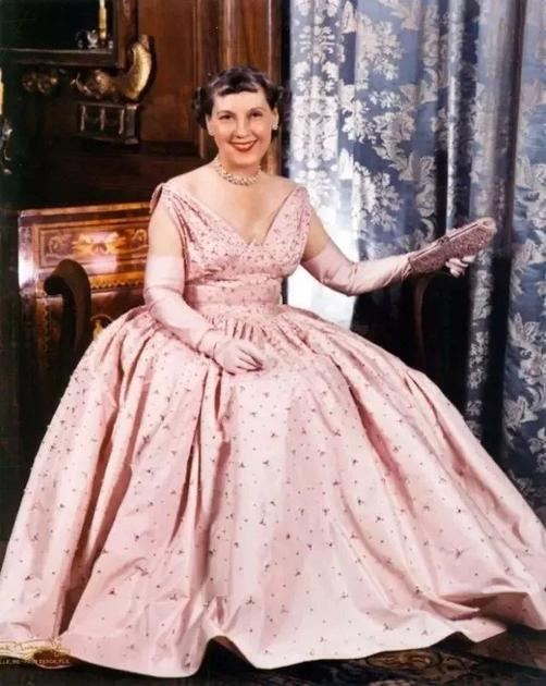 玛米·艾森豪威尔在丈夫的就职典礼上穿的粉红色礼服_副本