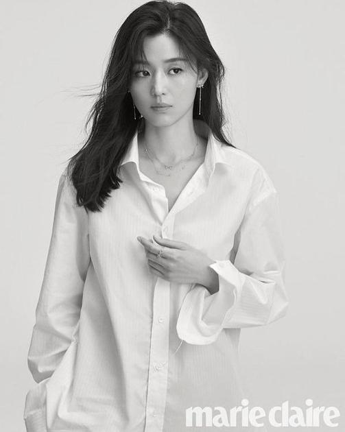 全智贤韩国版杂志大片