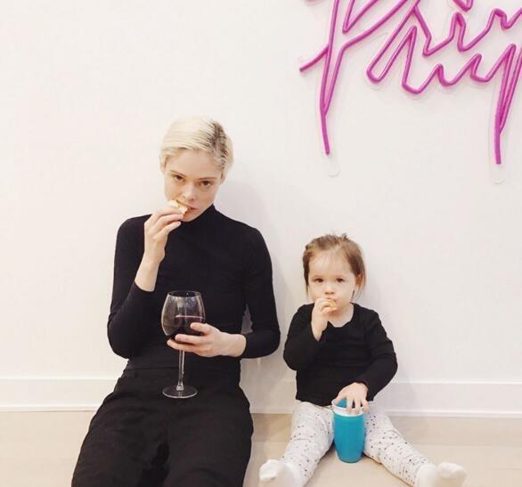 Coco Rocha与女儿Ioni的完美母女装