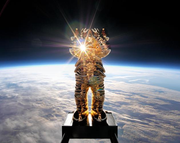 KAWS携手AllRightsReserved呈献《KAWS:HOLIDAY SPACE》