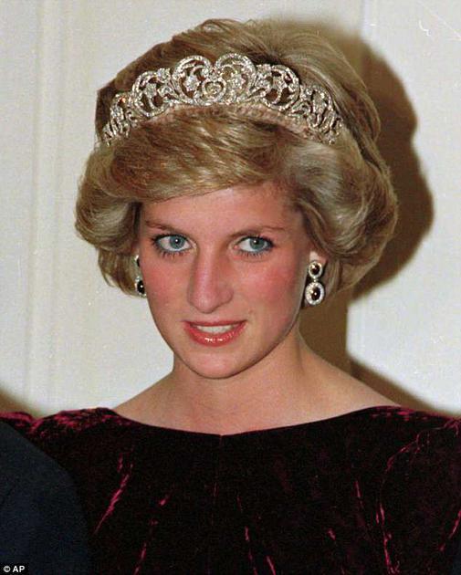 """1985年戴安娜王妃佩戴""""Spencer""""冠冕"""