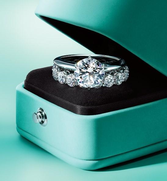 The Tiffany Setting蒂芙尼六爪镶嵌钻戒,承载内心深处对真爱的坚定承诺