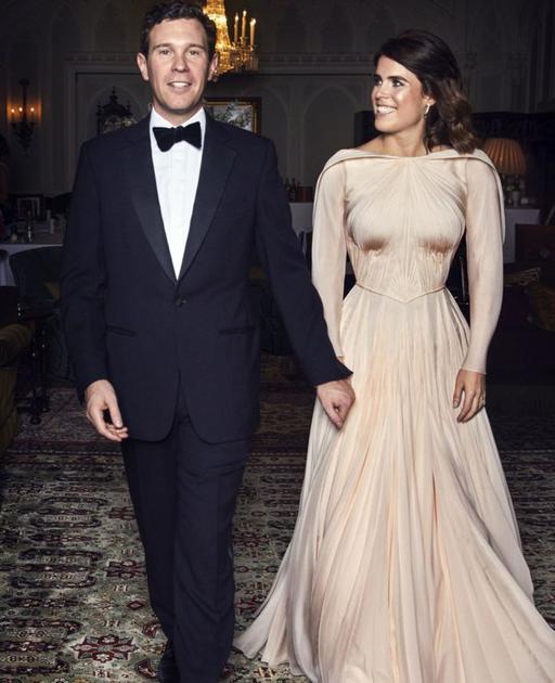 尤尼金公主身着Biddle Sawyer Silk品牌晚礼服