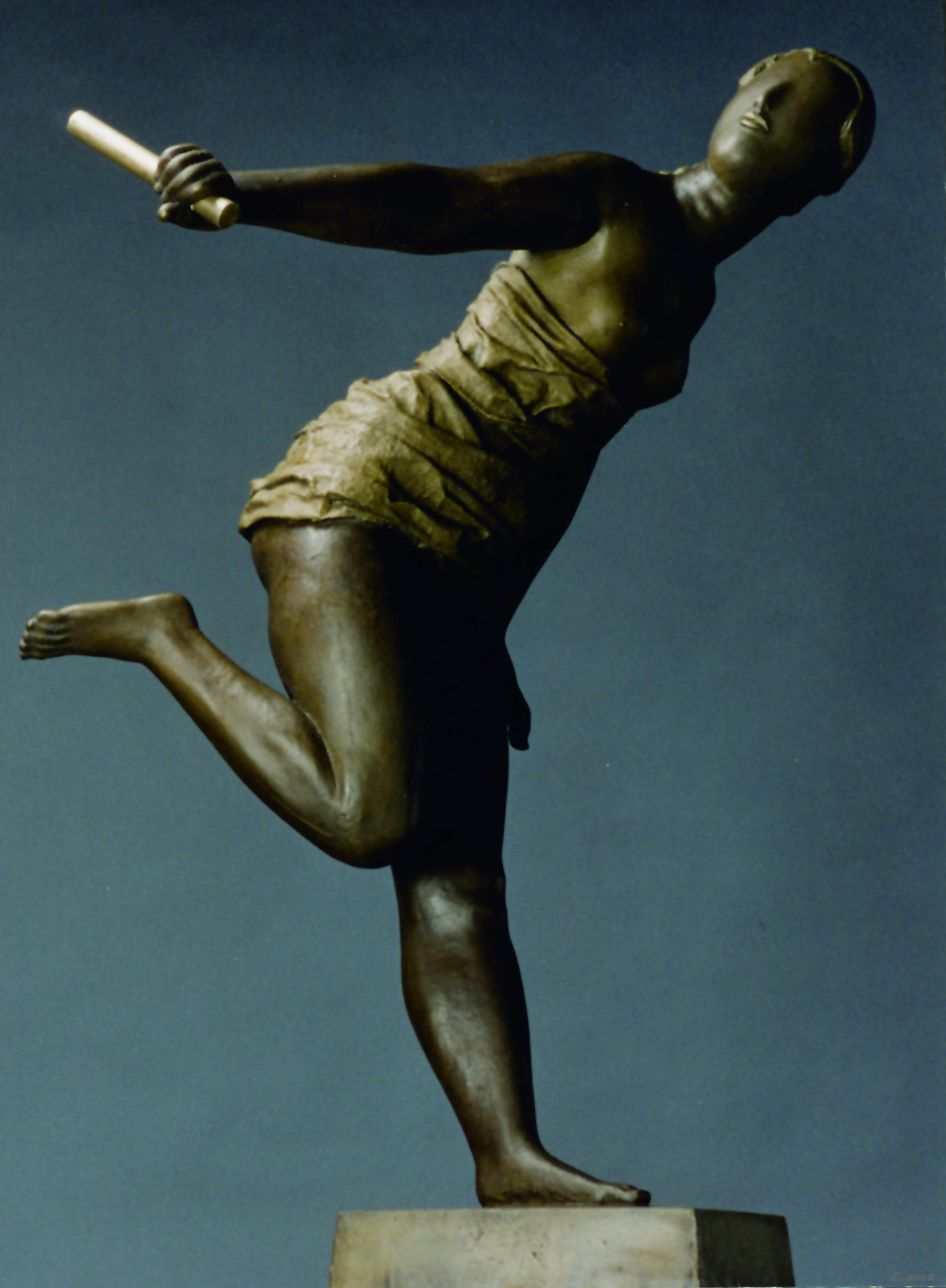李象群《接力者》材质:铸铜,创作年代:1997年,尺寸:45x51x80cm