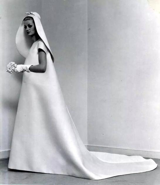Cristóbal Balenciaga的直筒布袋裝